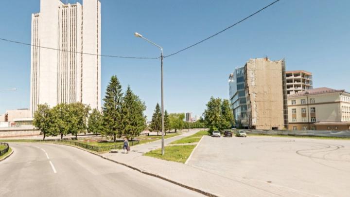 Большую парковку у правительства области спустят под землю, а над ней построят площадку для отдыха