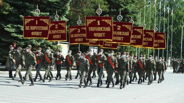 Маршируют даже женщины: показываем репетицию парада Победы в Екатеринбурге