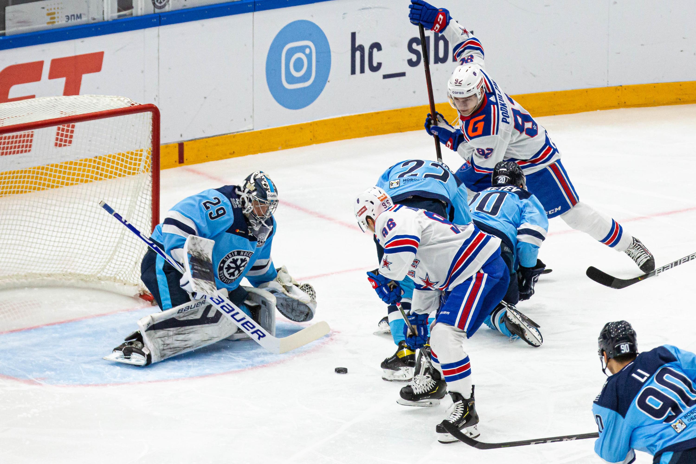 Матч начался в 19:30 по новосибирскому времени