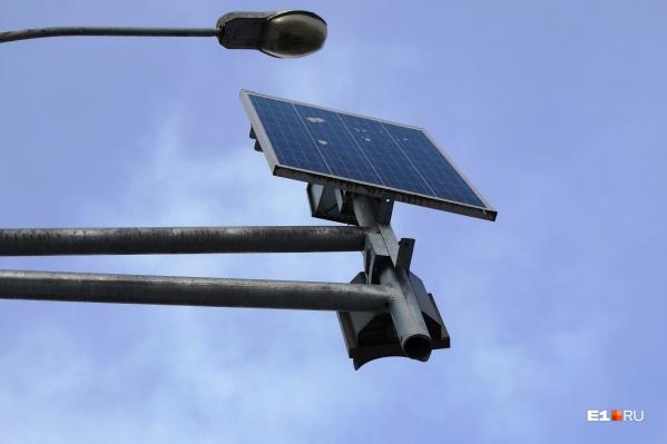 В администрации Екатеринбурга составили список улиц, на которых в 2021 году установят фонари