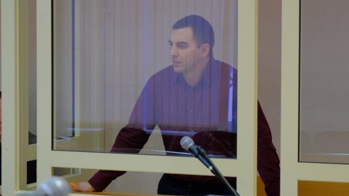 Экс-депутат Илья Кузьмин, осужденный за инсценировку покушения на себя, вышел из колонии