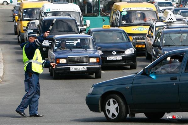 Сотрудники ГИБДД предложили вернуть документы пьяному водителю за 50 тысяч рублей