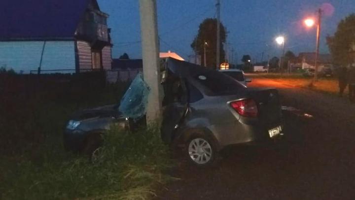 В Башкирии скончался водитель «Лады Гранты» после столкновения с электроопорой