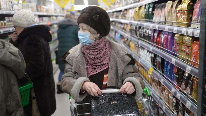 Пара новосибирцев развесила объявления с предложением помощи пенсионерам, чтобы они оставались дома