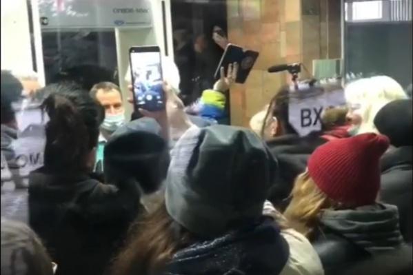 Новокузнечане с самого утра требовали встречи с мэром Сергеем Кузнецовым