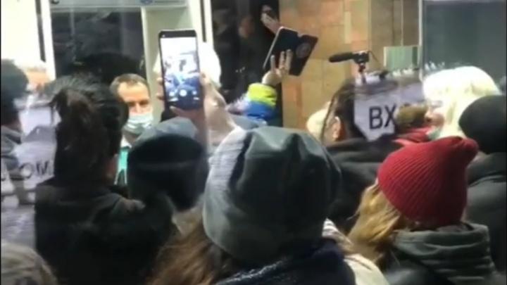 «Участвуют три группы людей»: в «ПитерАвто» высказались о протестующих в мэрии новокузнечанах