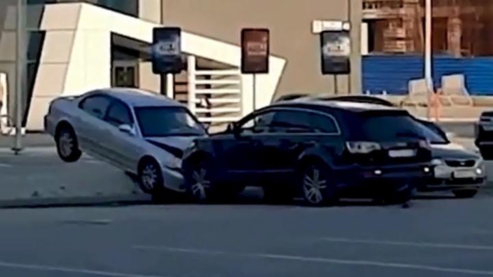 Мстителя на Audi, который разнес машину жены возле цирка, отправили за решетку
