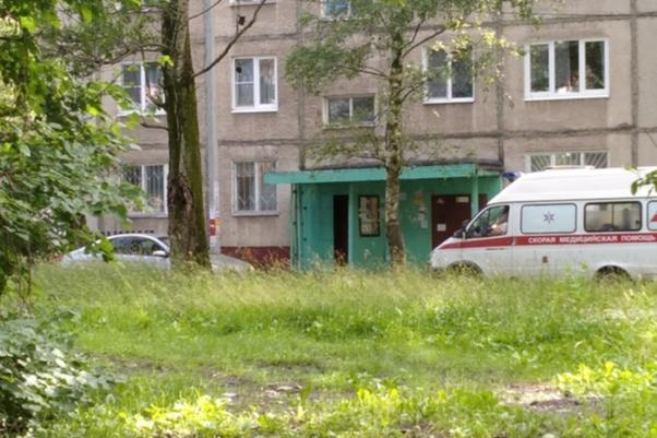 В Ярославле неадекватный водитель заблокировал скорую во дворе