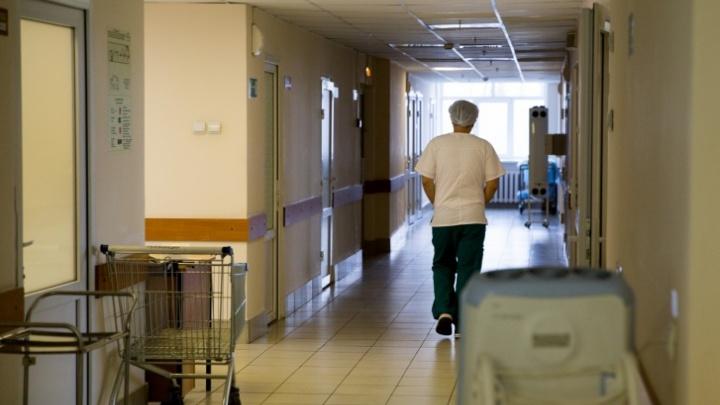 Из-за пациента с коронавирусом закрыли ещё одно отделение больницы. Врачей отправили на больничный