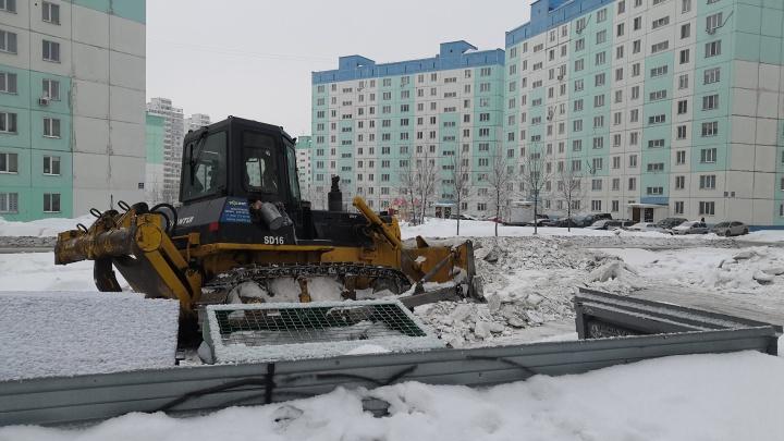 Испытания снегом и наледью: сколько снега вывезли из спальных районов Новосибирска