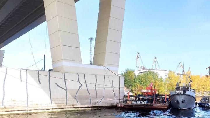 На опоре Фрунзенского (Самарского) моста образовались трещины