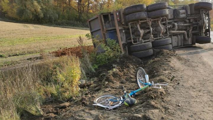 В Башкирии КАМАЗ сбил 7-летнего велосипедиста