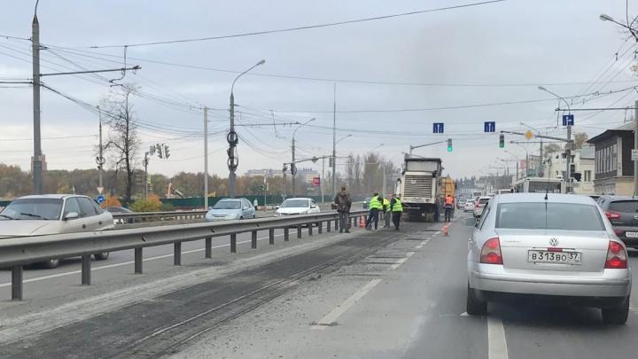 В Ярославле Московский проспект встал в огромной пробке