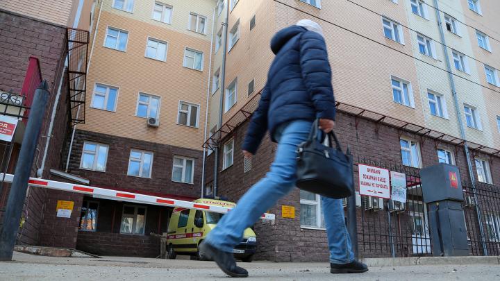 Медики, сидящие на карантине в РКБ им. Куватова, получат выплаты за работу