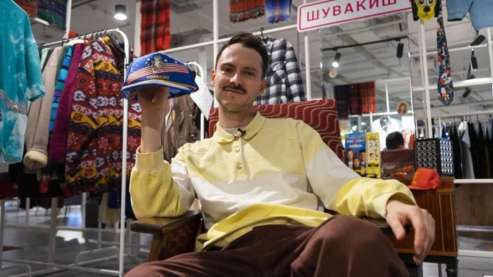 Запустили секонд-хенд за 10 тысяч рублей: как екатеринбуржцы сделали бизнес на одежде из 90-х