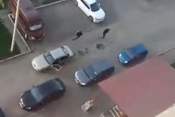 Мотоциклист стрелял безразборно, хотя рядом ходили люди