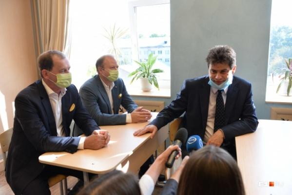 1 сентября мэр и сам посидел за партой дворцовой школы