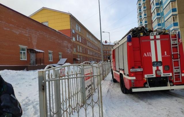В Красноярске массово эвакуируют школы