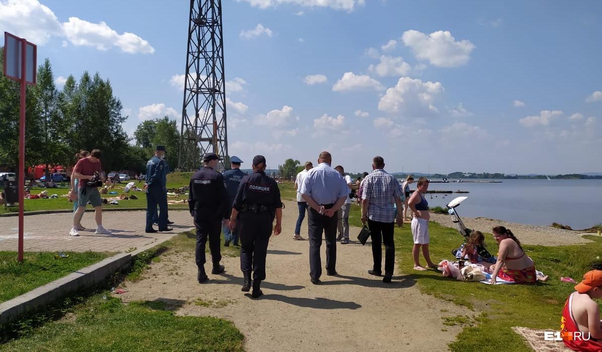 Вместе с сотрудниками МЧС в рейд вышли полицейские