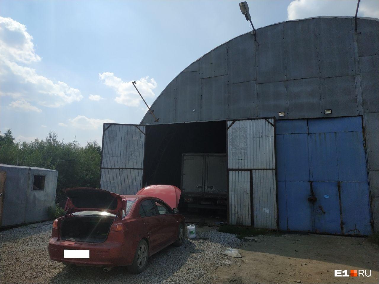 Владельцы ангара о предстоящем изъятии участка узнали от корреспондента E1.RU