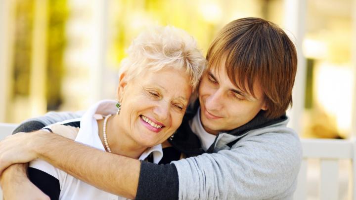 Как скрасить жизнь пожилым родственникам во время самоизоляции: пять простых шагов