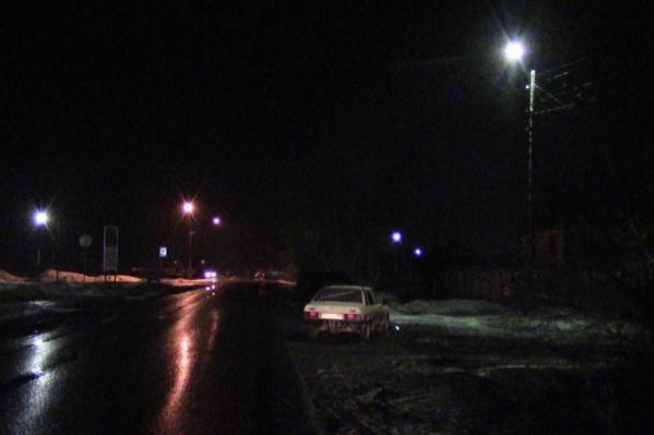 В Шумихе вечером под колёса легковушки попали двое пешеходов