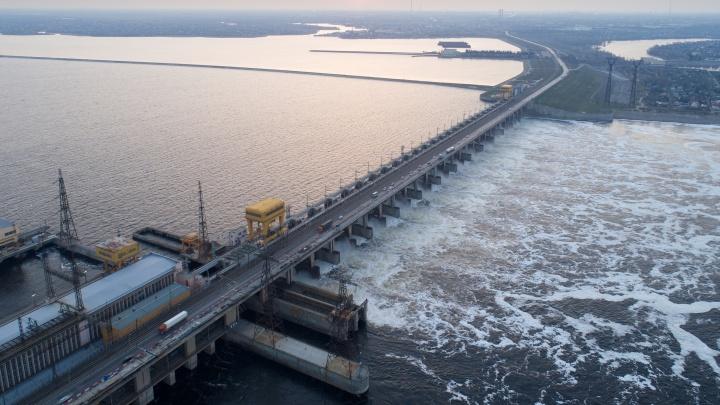 Фотограф снял с высоты Волжскую ГЭС в первый день изоляции по коронавирусу
