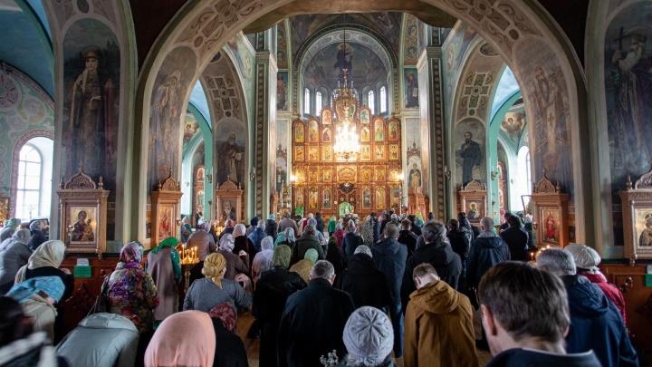 В Челябинске все конфессии закрыли храмы, мечети и синагоги. Кроме православной церкви