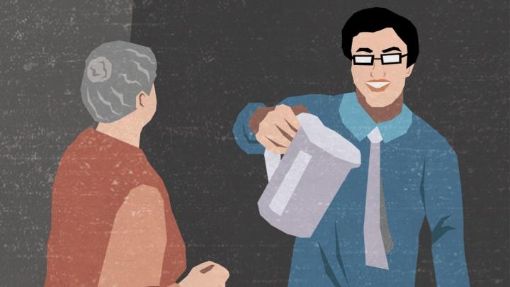 «В квартире искал глазами главное»: как бабушек вынуждают покупать дешевую технику за бешеные деньги