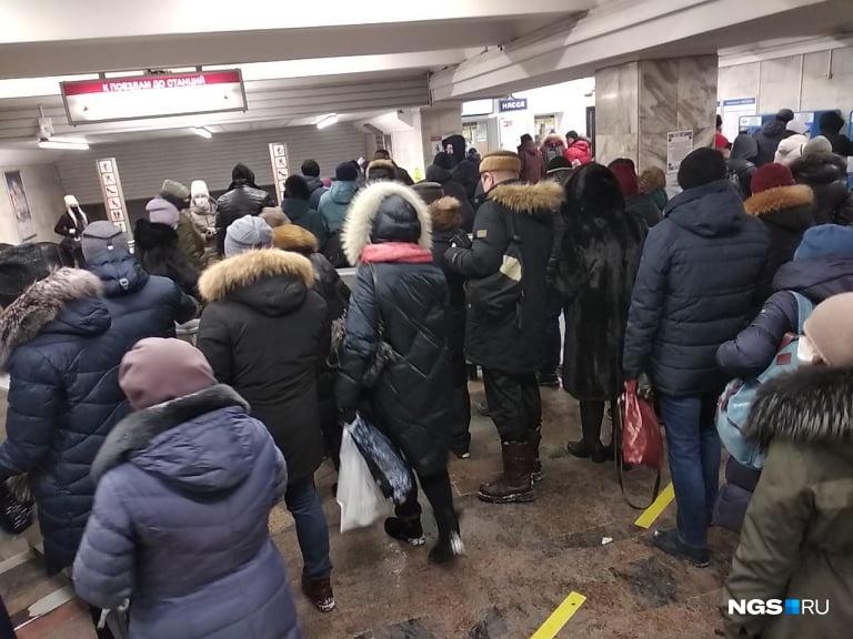 При входе на самые популярные станции метро было не протолкнуться