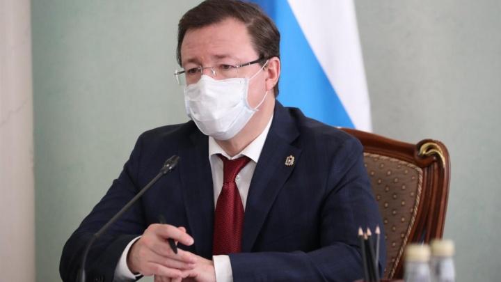 Азаров отдаст свою машину и автомобили чиновников на нужды врачей