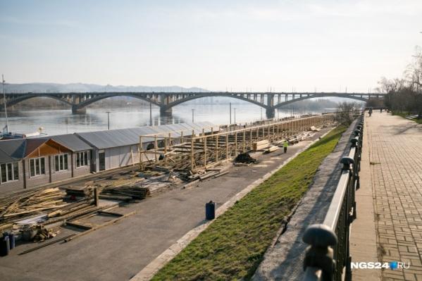 Спасатели искали на мосту мужчину в черном, но не нашли