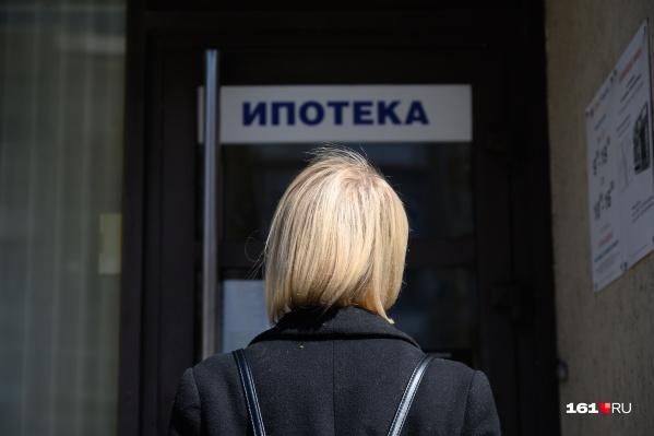 После разгара пандемии банки снижают ставки и заманивают людей за кредитами