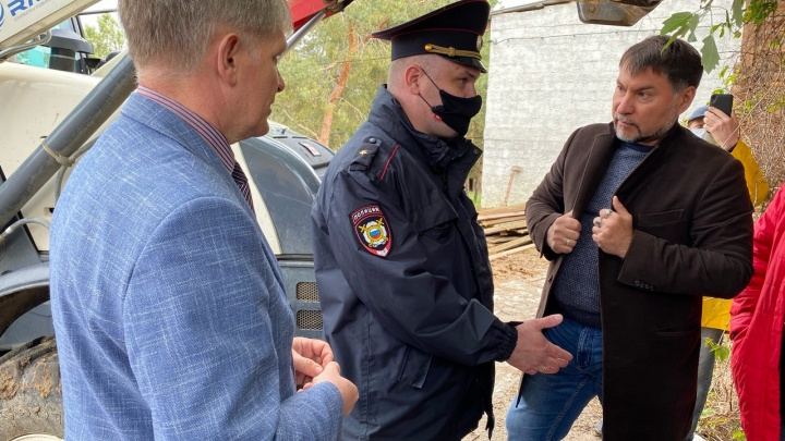 Задержали активистов: снос конюшен в «Сосновом бору» вступил в активную фазу