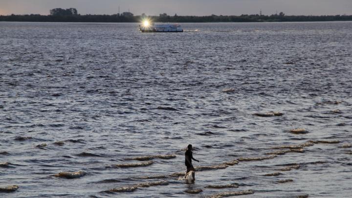Выбился из сил и плыл на спине: спасатели выловили из Северной Двины нетрезвого купальщика