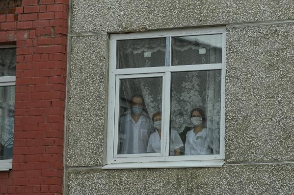 Новосибирцы с коронавирусом получили возможность лечиться дома, правда, не все