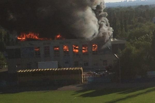 Пожар уничтожил спортивный комплекс 8 июля 2018 года