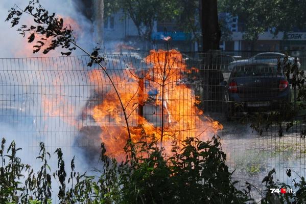 Пожар произошёл около дома на Братьев Кашириных, 70