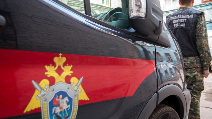 Подкараулил в лифте: в Самарской области разыскивают совратителя школьницы