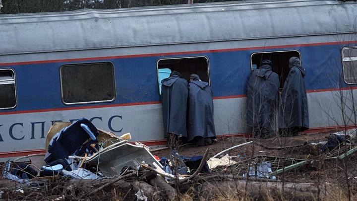 Самый страшный теракт на железной дороге: история крушения «Невского экспресса» в воспоминаниях очевидцев