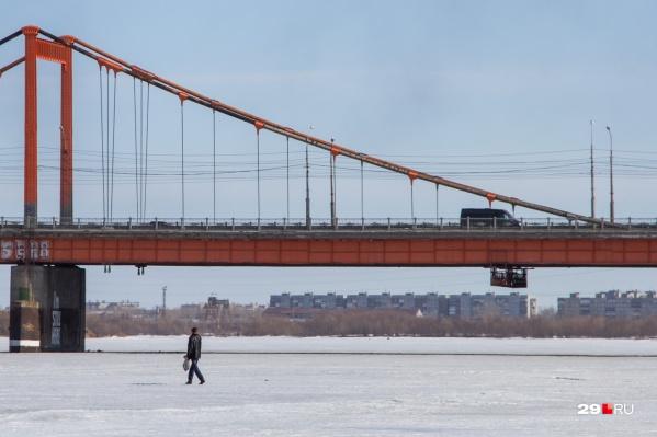 """Кузнечевский мост <a href=""""https://29.ru/text/transport/66469012/"""" target=""""_blank"""" class=""""_"""">планируется расширить до четырех полос</a> в соответствии с современными нормативами&nbsp;"""