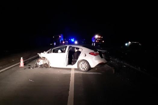 От удара одну из машин развернуло на трассе