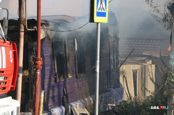 Крупный пожар, в котором пострадал один из теперь уже аварийных домов, произошел три года назад