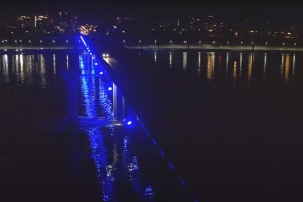 Освещение моста временно отключилось