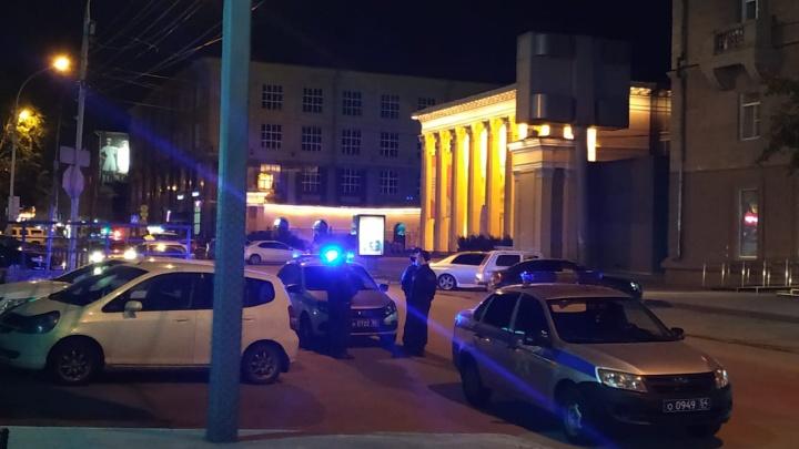 На улице Ленина дежурят машины полиции и другие новости про коронавирус. Хроника за 19 июня