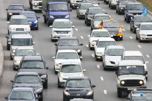 По этой дороге в город с дач возвращаетсябольшое количество автолюбителей после выходных