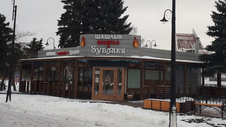 В Омске суд отказался сносить кафе «Syвлаки», которое мэрия считает самостроем