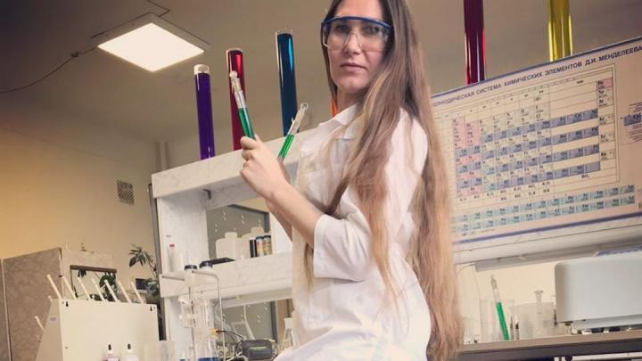 Невеста месяца: очаровательная химик-инженер мечтает встретить мужчину, который будет умнее неё