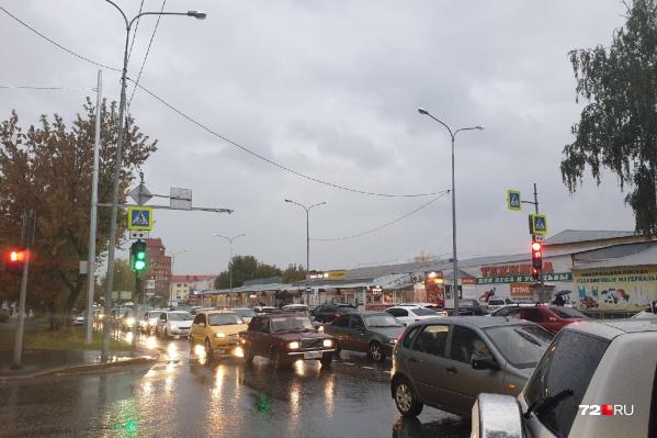 На ситуацию на дорогах, вероятно, повлиял и дождь