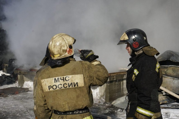Пожар тушили 12 человек